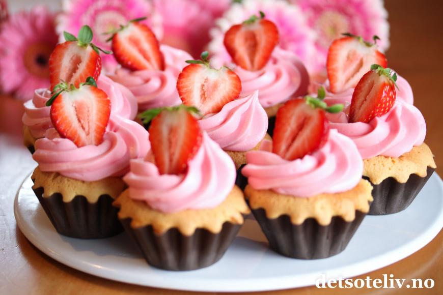 Strawberry champagne cupcakes det s te liv - Dekoration muffins ...