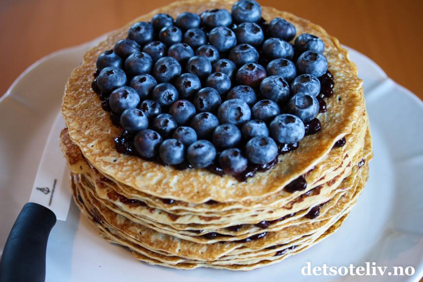 Maple & Blueberry Crepe Cake (Blåbærpannekake-kake) | Det søte liv