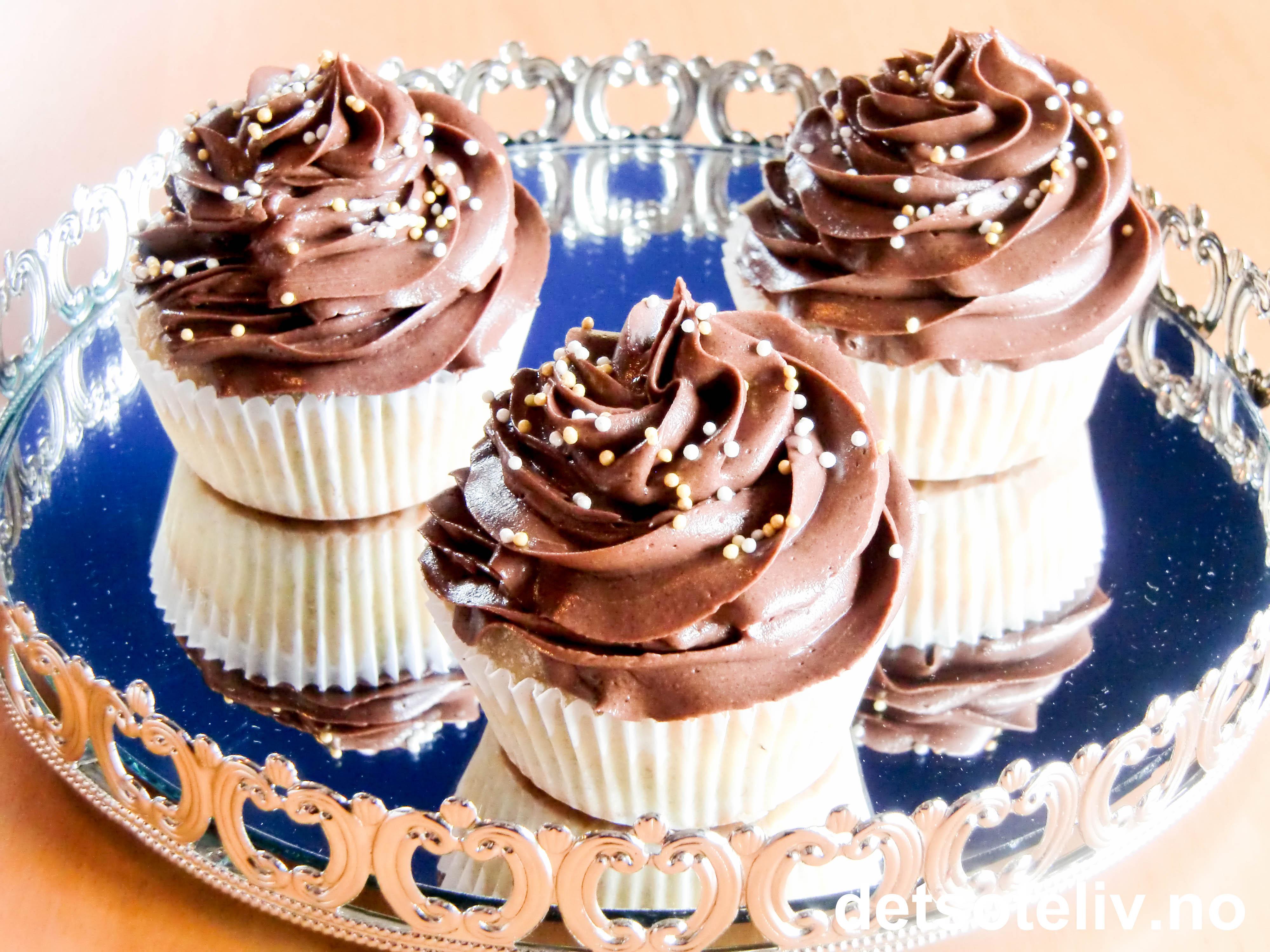 lyse muffins med smørkrem