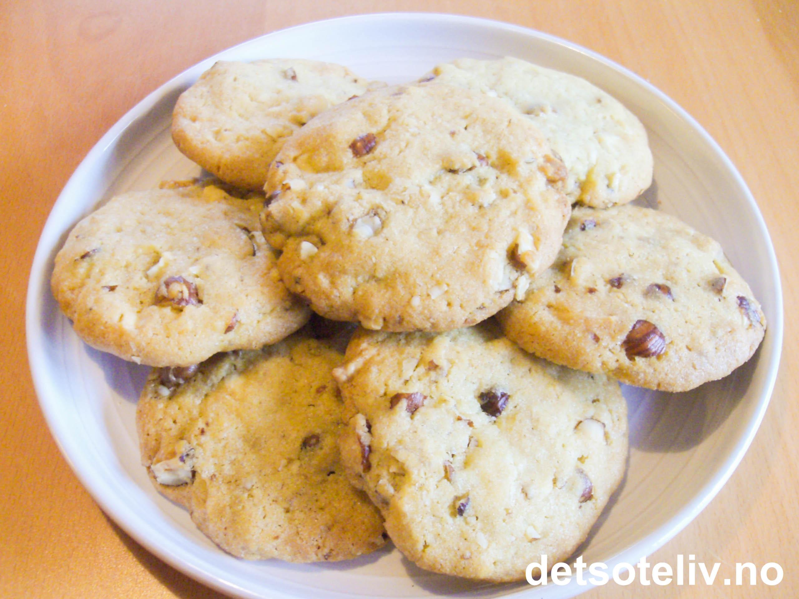c062b0244 Cookies med nøtter og hvit sjokolade | Det søte liv